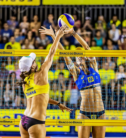Beach Volleyball Women attacking and Defending