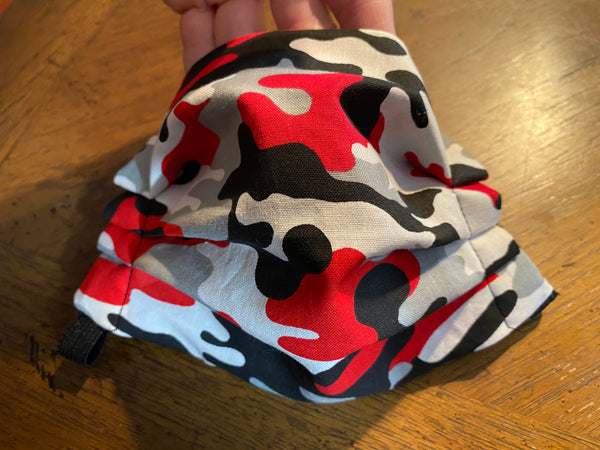 RED CAMO FACE MASk WITH FILTER POCKET
