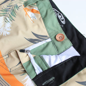 N90-S6587 (Verdant band-Green/beige), Men Submersible Shorts (4-way stretch)