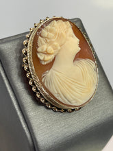 Load image into Gallery viewer, Vintage 10KT Yellow Gold Cameo Pin / Pendant / Brooch