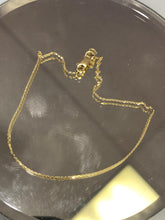 "Load image into Gallery viewer, 14K Ladies Yellow Gold Cobra Link Chain 22"" Long"