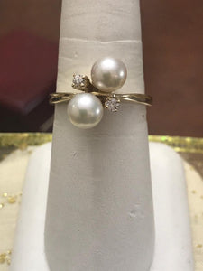 14KT Yellow Gold Pearl And Diamond Classic Cocktail Ring