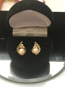 14KT Solid Yellow Gold Pearl & Diamond Earrings 6 mm Genuine Pearl Great Luster