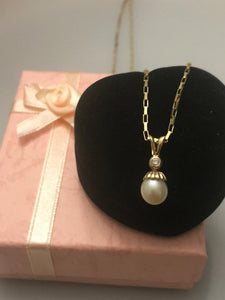 14KT Solid Yellow Gold Pearl And Diamond Pendant Fluted Design