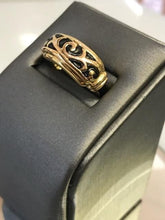 Load image into Gallery viewer, Vintage 14KT Yellow Gold Ring With Hand Enamel Work And Scroll Designed Top