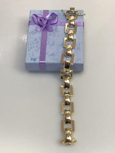 14KT Yellow Gold Interlinked Bracelet Imported From Italy.