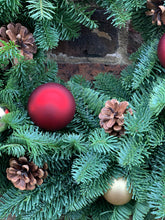 Load image into Gallery viewer, Bauble & pine cone wreath