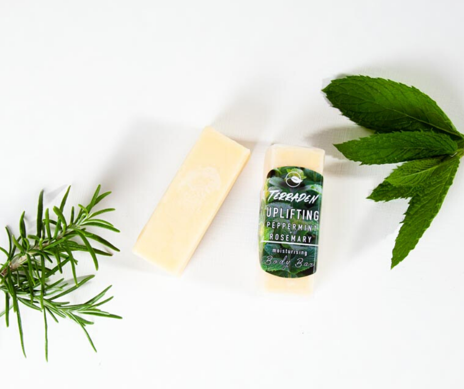 Uplifting Peppermint & Rosemary Body butter bar. Handmade with premium natural ingredients, such as plant based oils and butters and blends of essential oils.Highly moisturising, vegan and cruelty free, palm oil and plastic free. Sustainable and eco-friendly product. Gender neutral, suitable for sensitive skin.