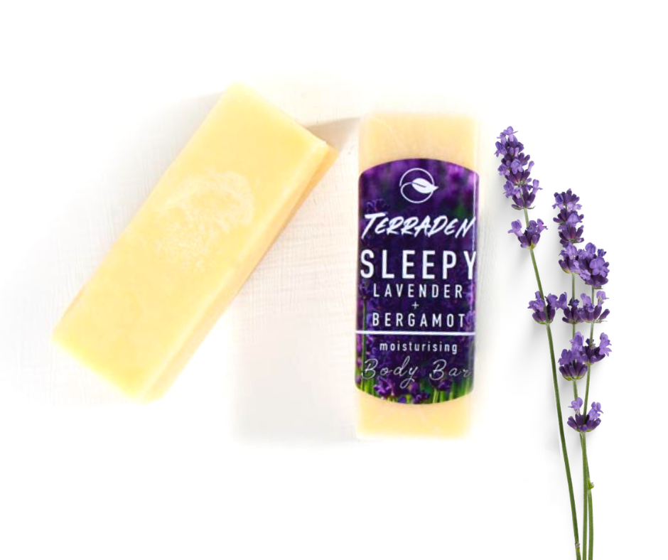 Sleepy Lavender & Bergamot Body butter bar. Handmade with premium natural ingredients, such as plant based oils and butters and blends of essential oils.Highly moisturising, vegan and cruelty free, palm oil and plastic free. Calming and relaxing. Sustainable and eco-friendly product. Gender neutral, suitable for sensitive skin.