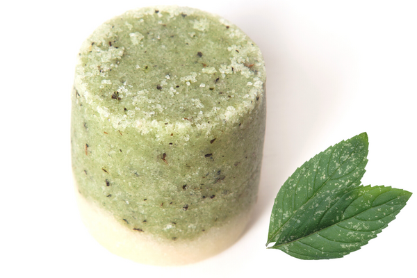 Peppermint & Spirulina Body Scrub. Handmade with premium natural ingredients, ethically sourced, such as plant based oils and butters, botanicals and blends of essential oils. vegan and cruelty free, palm oil and plastic free. Luxury, Sustainable and eco-friendly product. refreshing and uplifting, with powerful anti-oxidants from super spirulina.Gender neutral, suitable for sensitive skin.