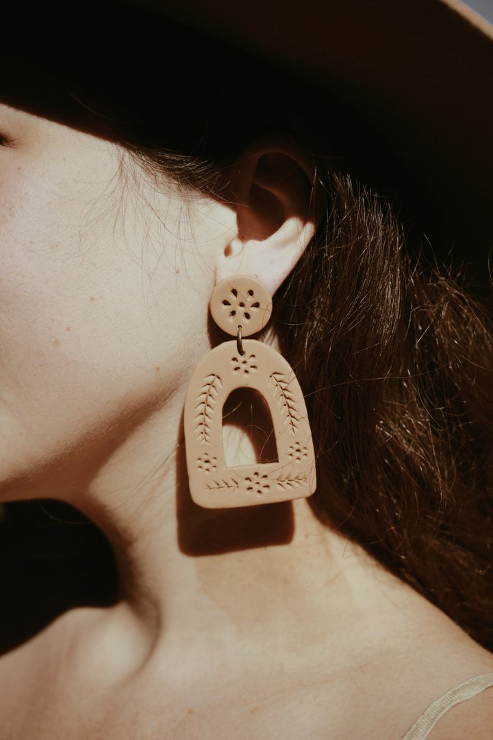 La Mexicana (Adobe) Carved Earring