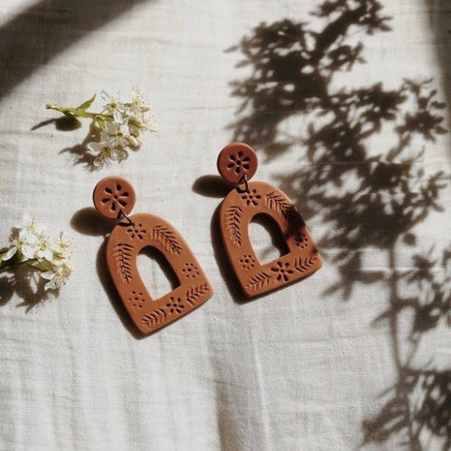 La Mexicana Carved Earrings - Terracotta