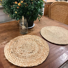 Load image into Gallery viewer, Set of 4 Handbraided Jute Placemats