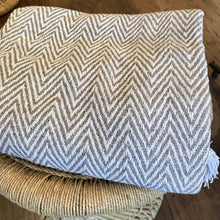 Load image into Gallery viewer, Cotton Handloomed Throw - Grey