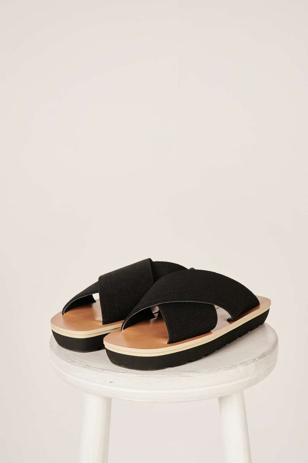 Crossover strap sandals-Black - Studio Avra