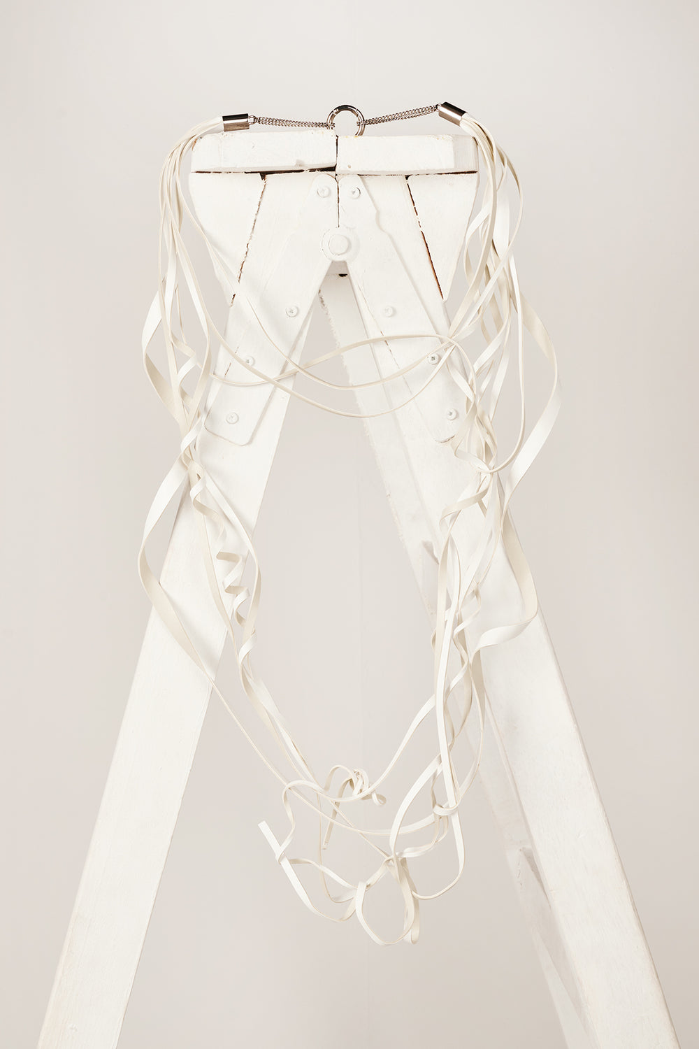 Curly necklace-White - Studio Avra