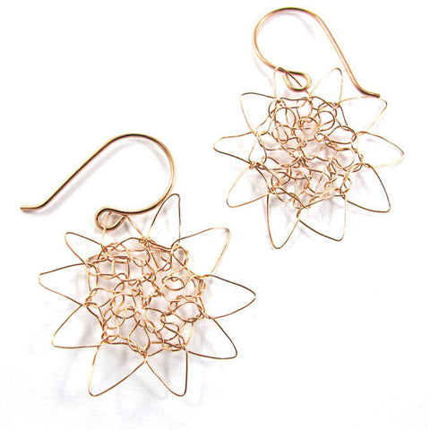 Knitted earrings, wild sunshine, rose gold-filled|עגילים סרוגים מגולדפילד, שמש פראית, גולדפילד אדום