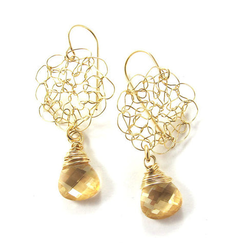 Knitted earrings, golden shadow drop|עגילים סרוגים מגולדפילד, גולדן שדו