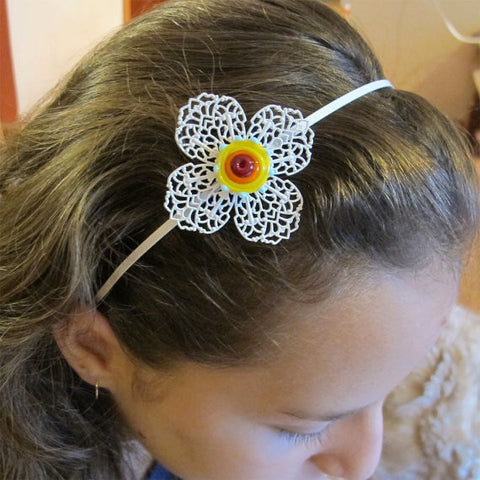 Sunny day Floral hairband in white filigree|קשת לשיער, חרוז זכוכית על קשת אמאיל, יום שמשי