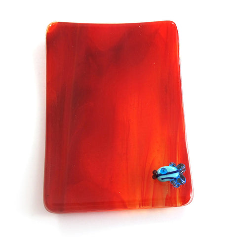 Transparent red Fused glass soap dish with a fish|סבונייה בצבע אדום שקוף עם דג