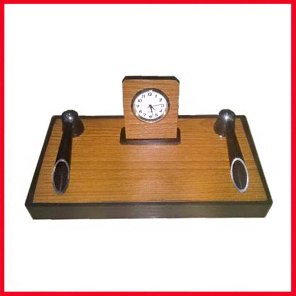 Executive Pen Stand With Analog Clock.