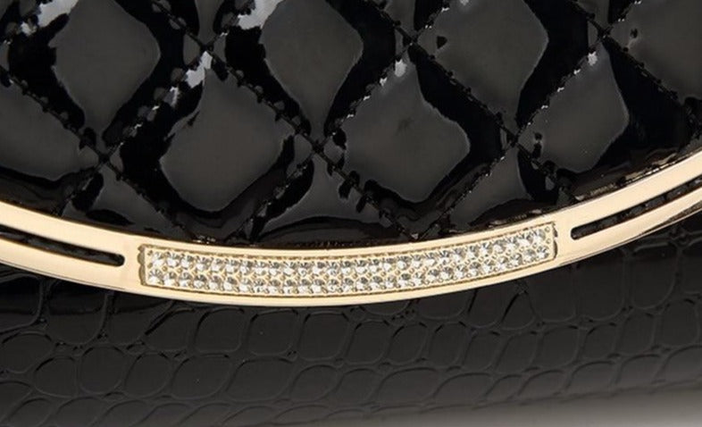 Mackenzie Diamond Lattice Flap