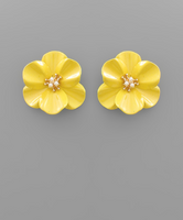 Pearl Center Epoxy Flower Earrings in Yellow