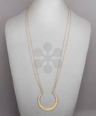 Hammered C-Out Circle Necklace
