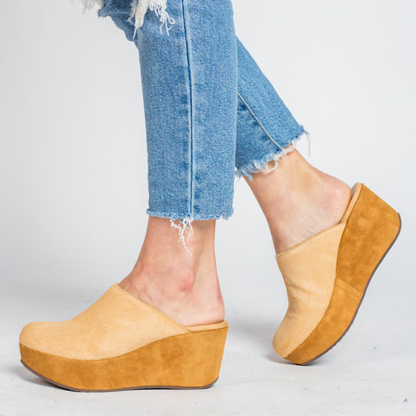 Yoma in Camel Calf Hair by Chocolat Blu