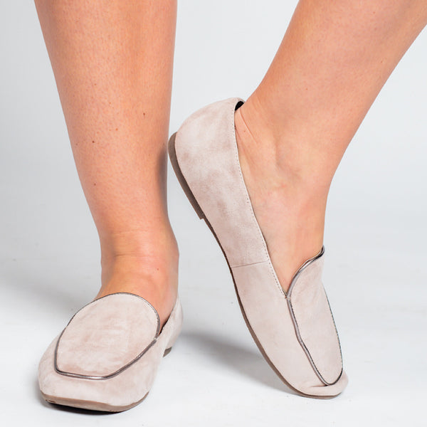 Anis in Taupe Suede by Chocolat Blu