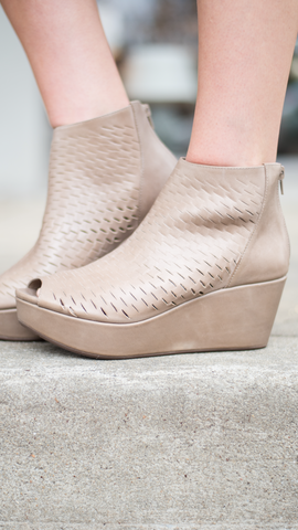 Warner in Taupe Leather by Chocolat Blu