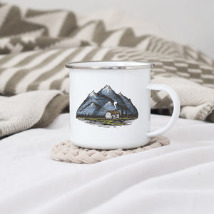 Mountain Bothy - Enamel Mug - Sovende Bjorn