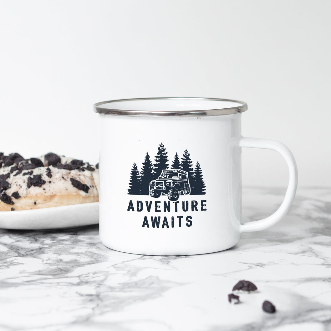 Adventure Awaits 4x4 - Enamel Mug - Sovende Bjorn