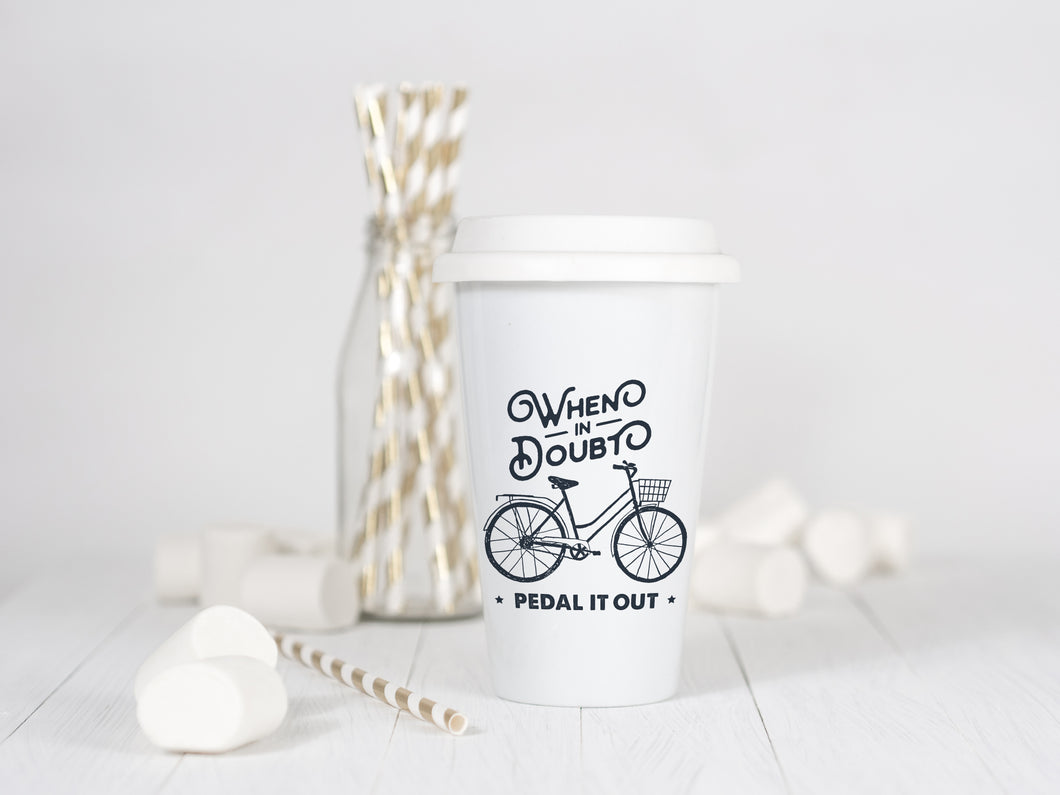 When in Doubt Pedal it out - Ceramic Travel Mug - Sovende Bjorn