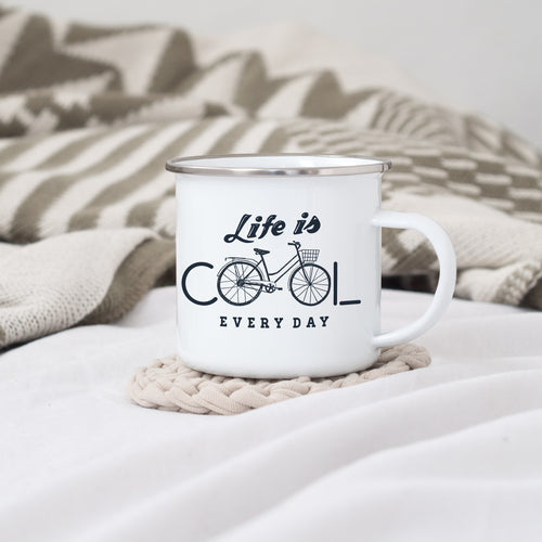 Life is cool everyday  - Enamel Mug - Sovende Bjorn
