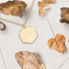 Load image into Gallery viewer, Shell Hexagon Pendant Necklace - Sovende Bjorn