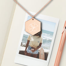 Load image into Gallery viewer, Flower Hexagon Pendant Necklace - Sovende Bjorn