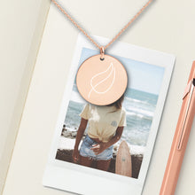 Load image into Gallery viewer, Leaf Round Pendant Necklace - Sovende Bjorn