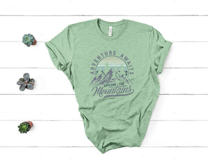 Adventure Awaits Soft Casual Tee - Sovende Bjorn