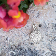 Load image into Gallery viewer, Oval Polished Floral Design Locket