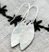Load image into Gallery viewer, Silver Leaves Earrings