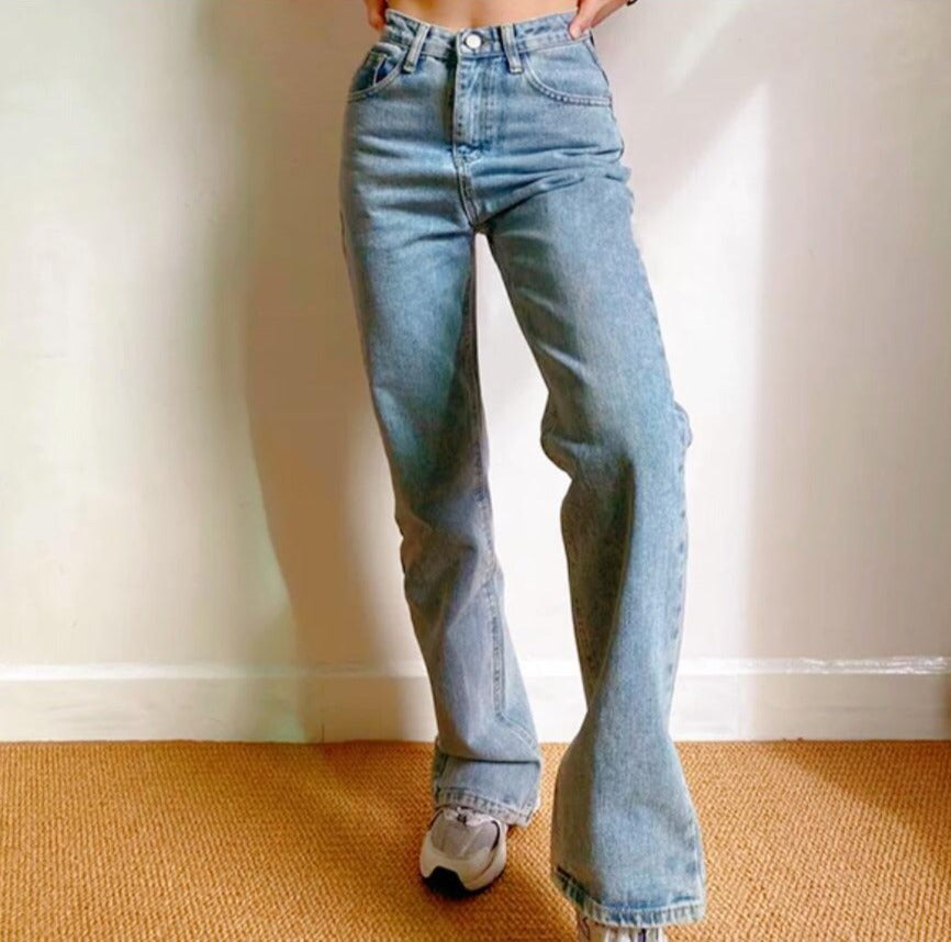 Daphne Jeans in Light Blue