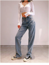 Load image into Gallery viewer, Erica Jeans in Washed Blue *
