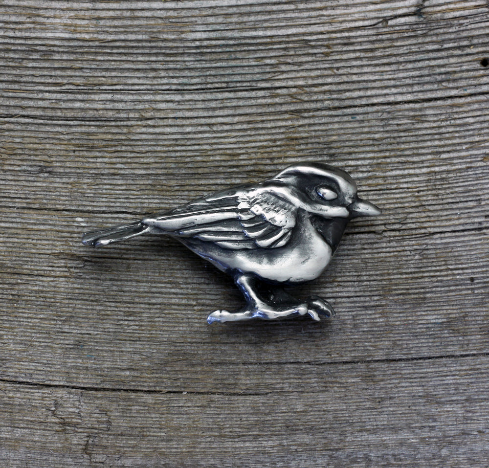 Load image into Gallery viewer, Chickadee brooch pin