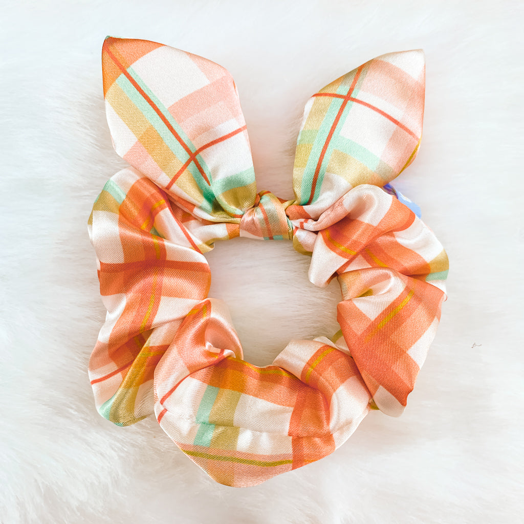 holiday scrunchie in make it merry print