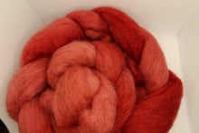 Load image into Gallery viewer, Shetland combed tops - Hand Dyed
