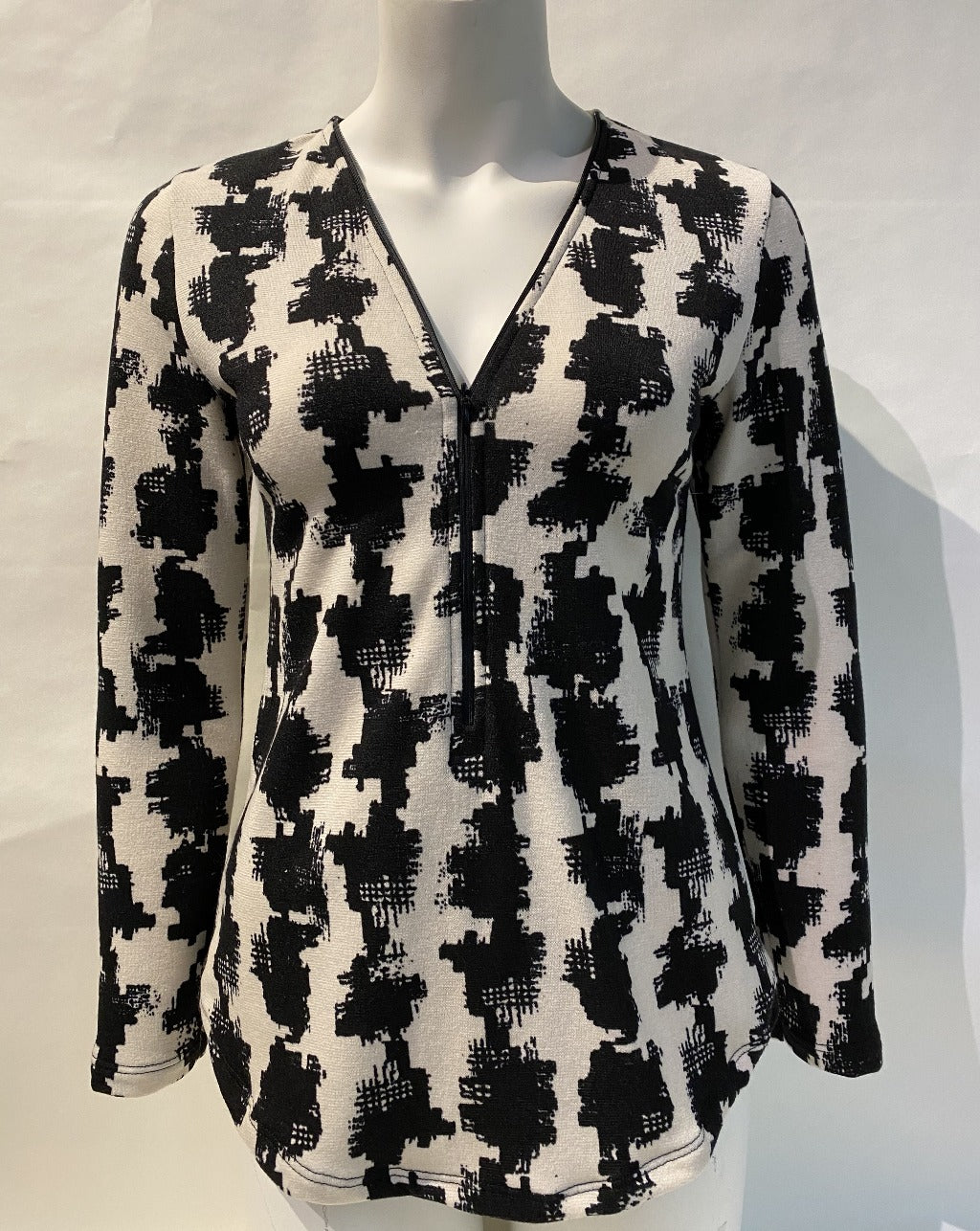 ULTIMATE ZIP HOUNDSTOOTH PRINT top