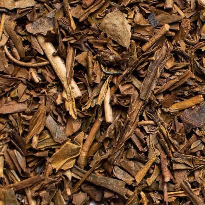 close up of loose leaf houjicha organic green tea