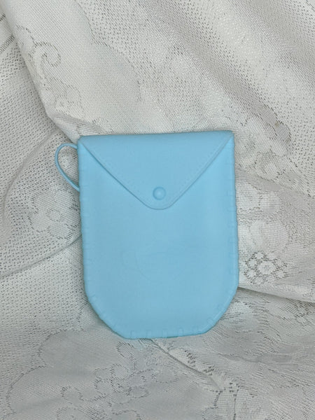 Portable silicone face mask storage pouch case holder that can fold, bend, durable and light weight with a small handle. Can fit almost any foldable face mask. blue
