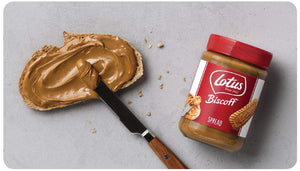 Lotus Biscoff Spread with bread and knife